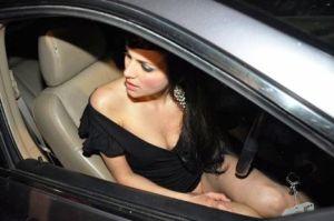 Yana Gupta pantyless stunt
